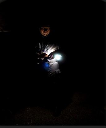 Situation n°1 : utilisation du halo de lumière indirecte pour la rédaction de notes dans l'obscurité